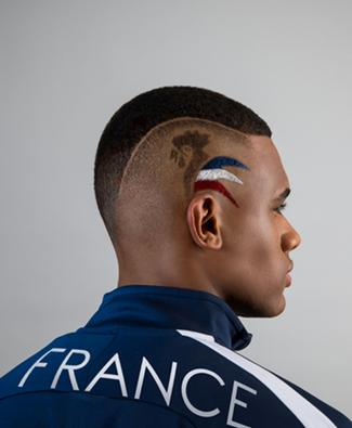invite les supporteurs français à soutenir les bleus