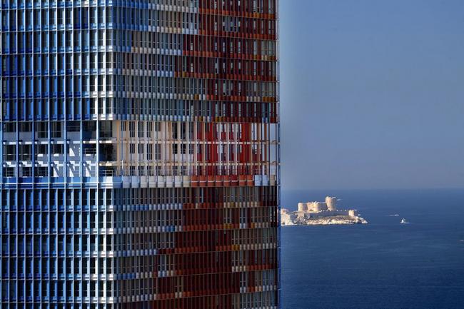 Marseille vinci construction france érige la tour la