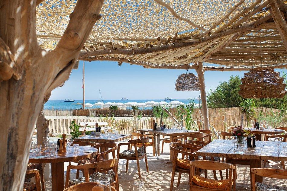 Un restaurant au bord de l'eau à Saint Tropez 1