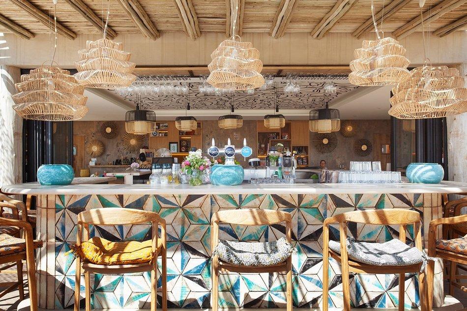 Un restaurant au bord de l'eau à Saint Tropez 2