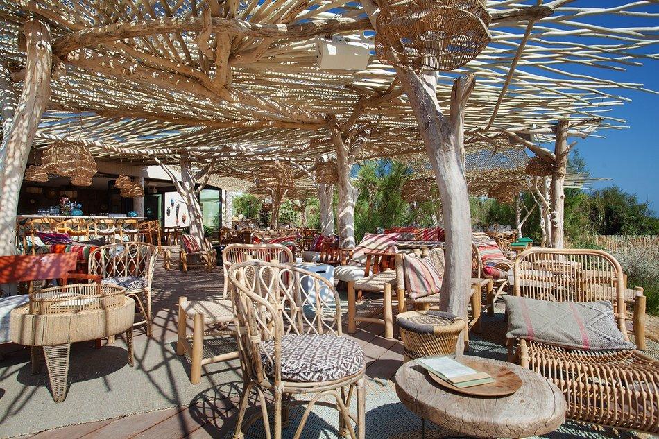 Un restaurant au bord de l'eau à Saint Tropez 3