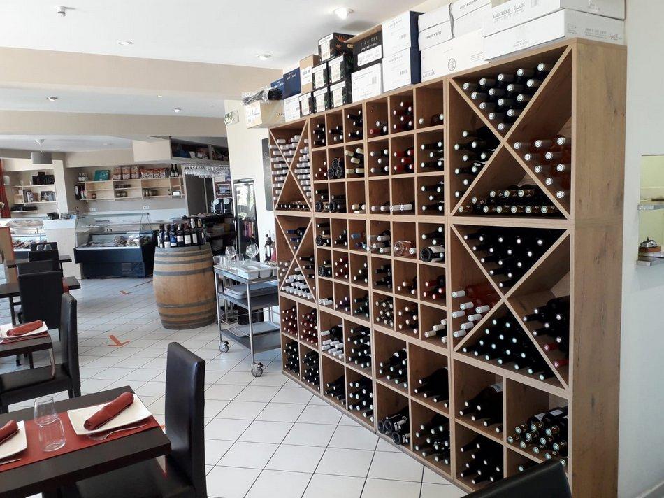 restaurant la cigale, la cave à vins 2