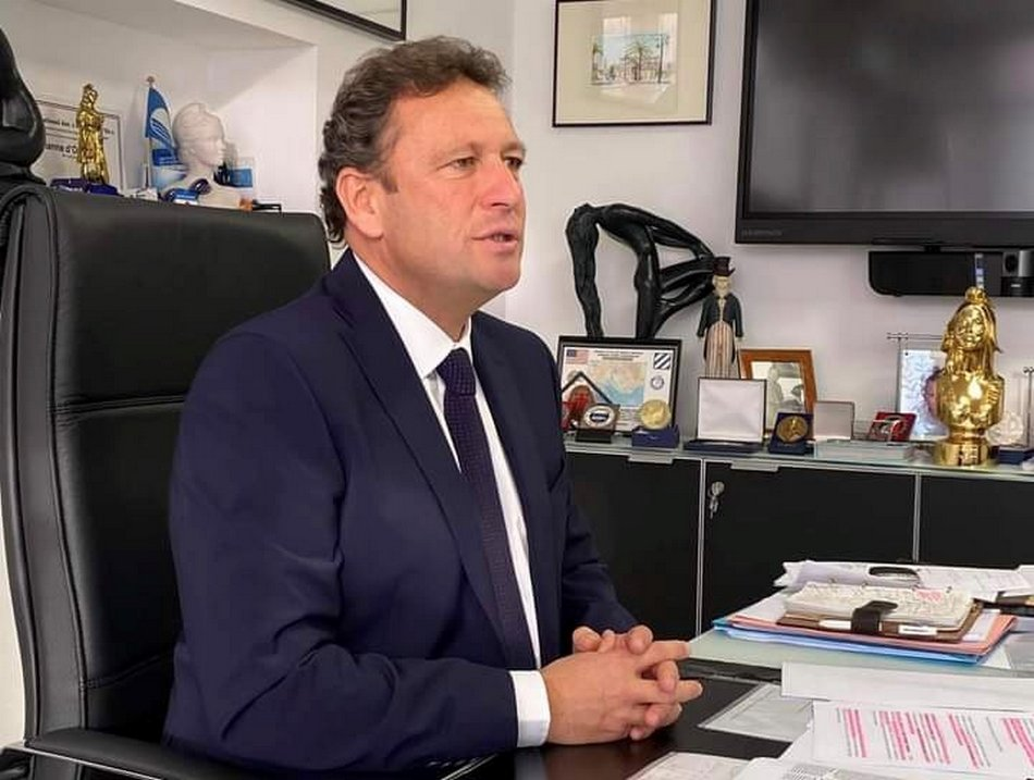 François de Canson à son bureau de maire